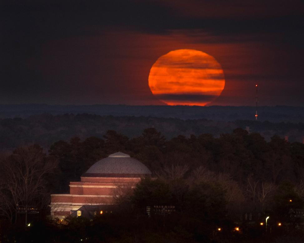 Super-Blue-Blood Moon rising over Baldwin Auditorium. 420mm, 200iso, f/5.6, 1/5 sec