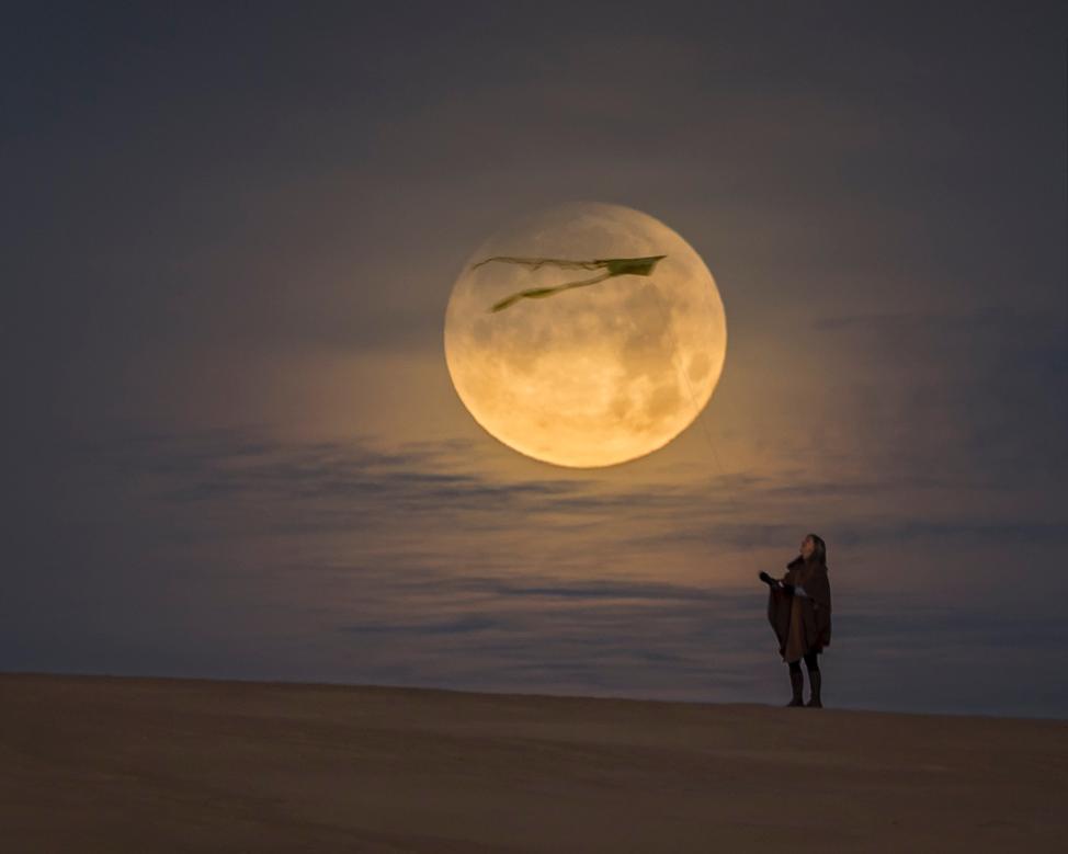 Super-Blue-Blood Moon at Jockey's Ridge. 420mm, 200iso, f/4, 1/8 sec